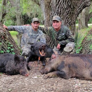 Wally and son got some quality hog hunting time in this weekend! #claygullyoutfitters #hunt #gooutdoors #hoghunting #hogs #fatherson #familyhunt  #floridahunting